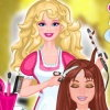 Barbie joue à la coiffeuse, aide là à tenir un salon de coiffure